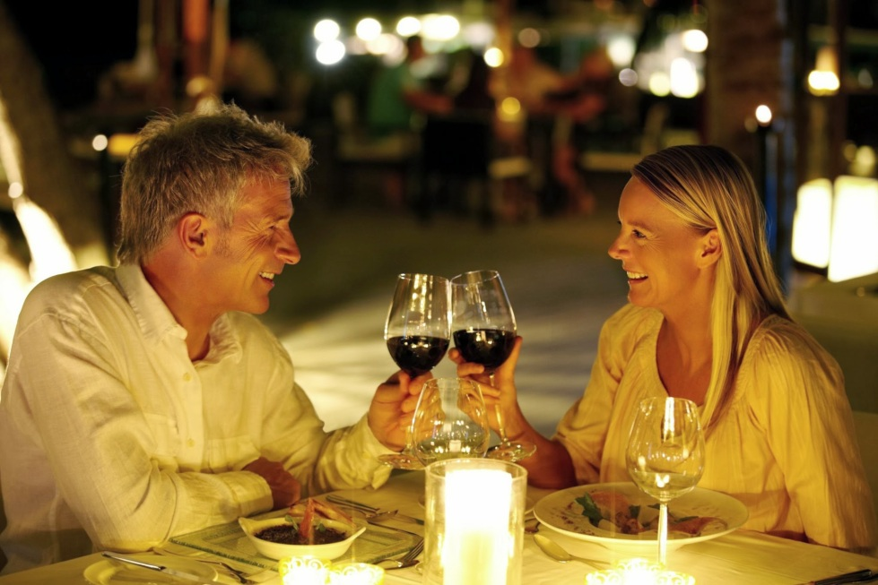 Romantic dinner date photo (5)